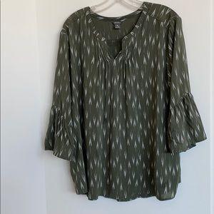 Like New Eddie Bauer bell sleeve blouse
